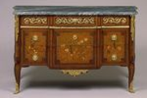 COMMODE (CHEST OF DRAWERS)
