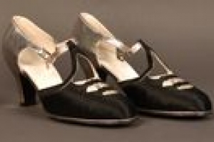 PAIR OF WOMEN'S EVENING SHOES