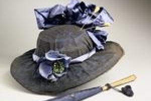 NAVY AND BLACK LACE HAT WITH LARGE BOW
