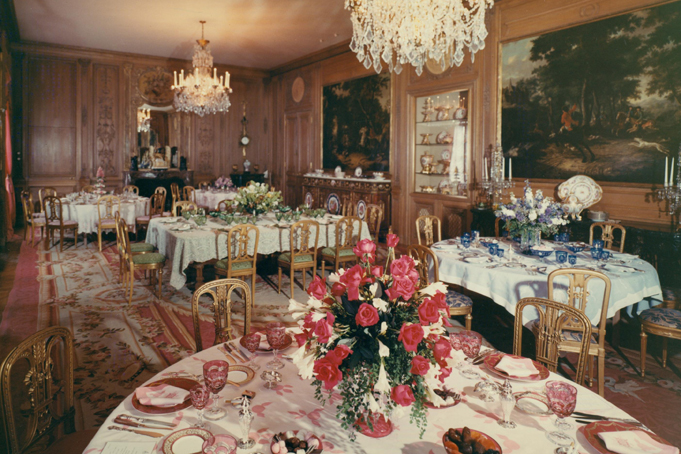 Picture of a dinner party at Hillwood in Washington DC